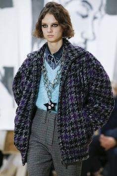 Miu Miu Fall 2018 Ready-to-Wear collection, runway looks, beauty, models, and reviews.