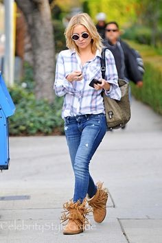 3d0f58367 Kate Hudson Flannel Shirt - A flannel shirt paired with denim jeans  completed Kate Hudson s casual attire.
