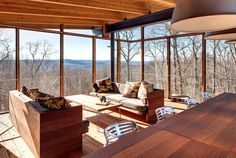 "Casa em New Milford, Connecticut, ganha nova ""luz"" após reforma (NYT) Porch Interior Design, Interior And Exterior, Modern Outdoor Fireplace, New Milford, Home Remodeling Diy, Mid Century House, Finding A House, Midcentury Modern, Architecture Design"