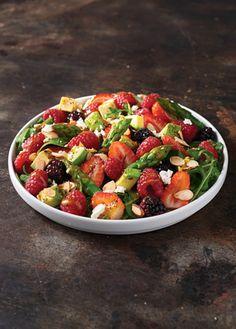 Receta para preparar una rica ensalada de frutos rojos y espárragos. Acompañada de una exquisita vinagreta. ¡Tienes que probarla!
