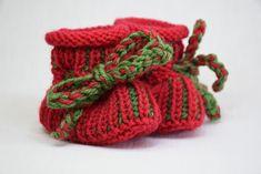 Strick- & Häkelschuhe - Babyschuhe gestrickt 0-6 M in rot-grün - ein Designerstück von Idee-Kreativ bei DaWanda Designer, Etsy, Accessories, Fashion, Creative, Gifts, Fashion Styles, Fashion Illustrations, Trendy Fashion
