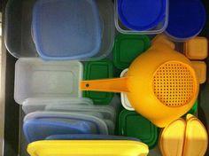 Ordenar tuppers. Ver el artículo http://blogs.mis-recetas.org/comer-de-tupper/2012/11/08/ordenar-tuppers/