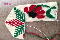 Ayçiçeği Tunus İşi Patik Modeli Yapımı - Canım Anne Christmas Stockings, Christmas Ornaments, Holiday Decor, Slippers, Anne, Tabata, Tulum, Crochet Hats, Slipper