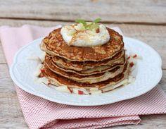 Eplepannekaker til lunsj idag kanskje? Desse passer like godt til frukost som kveldsmat også. Small Meals, Scones, Panna Cotta, Pancakes, Gluten, Sweets, Lunch, Dessert, Baking