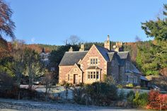 in Highland, GB. The Lodge, Nutwood House is a unique property, once the Factor's House, part of the Earl of Cromartie estate. Situated in a beautiful, peaceful location on the edge of the Victorian Spa village of Strathpeffer, all amenities within 5 minutes walk....