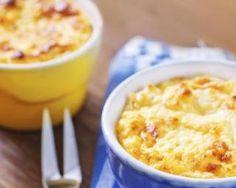 Soufflé au fromage allégé en mini cocottes : http://www.fourchette-et-bikini.fr/recettes/recettes-minceur/souffle-au-fromage-allege-en-mini-cocottes.html
