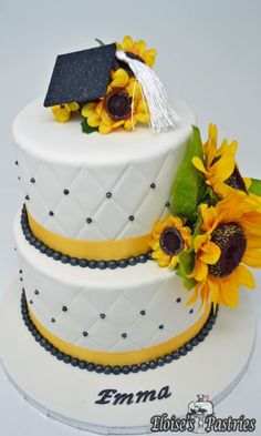 wedding cakes sunflower Do you know someone who is graduating this spring Order a custom cake from Eloises Pastries to make your grad party extra special. Diy Graduation Gifts, Graduation Party Planning, Graduation Party Decor, Grad Parties, Graduation Cake, Graduation Ideas, Sunflower Party Themes, Sunflower Birthday Parties, Sunflower Cakes