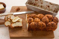 Zelfgemaakt brood met kaneel en pistachenoten. Verrukkelijk! Recept - Apenbrood - Allerhande