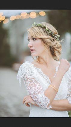 See wedding hairstyles pictures,Wedding hair floral crown,Flower crown wedding hair. Short Wedding Hair, Wedding Hair And Makeup, Boho Wedding, Bridal Hair, Dream Wedding, Wedding Day, Trendy Wedding, Antler Wedding, Wedding Rustic