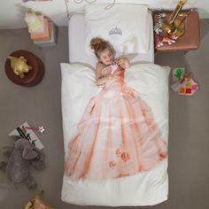 Con le lenzuola nate dalla fantasia degli olandesi Erik e Peggy basta infilarsi nel letto per diventare astronauti alla ricerca di pianeti lontani, coraggiosi pompieri, ballerine di flamenco o principesse.