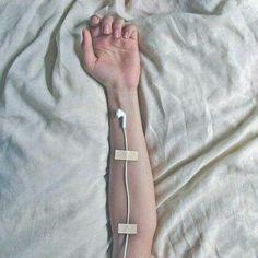 Meu corpo está totalmente sem movimentos. Preso dentro de uma cúpula mental. Todavia, meu espírito dança conforme as batidas da música. ...