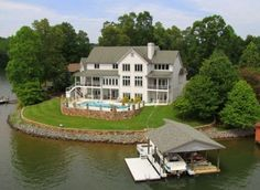 Virginia > Smith Mountain Lake > Extraordinary Lake Home