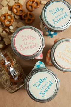 """Awesome DIY idea for mason jar trail mix wedding favors - FREE """"life is salty but love is sweet"""" label printables!"""