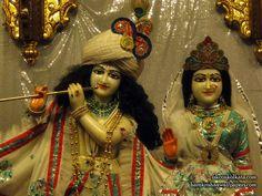 http://harekrishnawallpapers.com/sri-sri-radha-govinda-close-up-iskcon-calcutta-wallpaper-003/