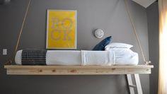 schlafzimmer design hängendes bett graue wandfarbe