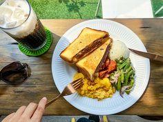 飽嗝早午餐/私廚料理   漢堡排乳酪三明治 $ 250  特調冰咖啡  真的想把飽嗝所有餐點 都吃一遍的感覺 誰叫老闆如此用心呢 牛肉排可是老闆自己買整塊 新鮮牛肉回來親自處理處理 可以吃的出肉排扎實又多汁 還有我愛的特調冰咖啡 快來份豐富的早午餐吧      #飽嗝早午餐  #sandwich #yunlin  #goodmorning  #foodporn  #food #foodie  #photooftheday  #breakfast  #bestoftheday  #instapic  #instalike  #instafood  #instadaily  #instagood  #instafollow  #instacool  #taiwan  #igers #life  #雲林美食 #delicious  #yummy  #brunch #美食  #photography  #photo #eat  #vsco #swag