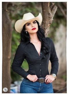 Country Girl Outfits, Sexy Cowgirl Outfits, Rodeo Outfits, Western Outfits, Chic Outfits, Fashion Outfits, Western Wear, Style Cowgirl, Cowgirl Tuff