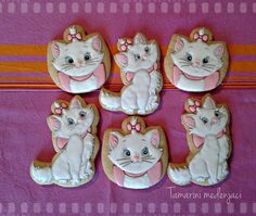 The Aristocats Maria- Giuliana has informed me that she wants a kitty cat cake for her bday party on Monday. Sheesh
