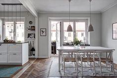Love the floor and lights fixtures -carmela