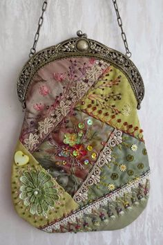 I ❤ crazy quilting, beading & embroidery . Stunning Crazy Quilt bag with antique frame, side A ~By Margreet's Draadjespaleis by autumn Crazy Quilting, Crazy Quilt Stitches, Crazy Quilt Blocks, Quilting Ideas, Quilt Patterns, Block Patterns, Beaded Purses, Beaded Bags, Vintage Purses