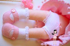 https://flic.kr/p/egFwRT | Para Maria Fernanda ♡ | Detalhes...   ♥ medida da boneca princesa:  46 cm alt X 18 cm larg (com a coroa) 39 cm alt X 18 cm (sem a coroa)  Orçamentos são proibidos pelo Flickr e Flickr Mail.  Érica Catarina | Blog | Contato | + Informações |