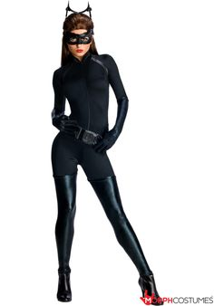 Couples Costume Inspiration: Oh what a FELINE! Evildoers and good guys alike will be wanting to PAW you all over when they see your Catwoman Dark Knight Rises Costume.
