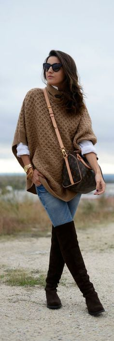 Poncho Design with Cone Cowl Neck Shape – Designers Outfits Collection Poncho Style, Poncho Outfit, Poncho Sweater, Jumper, Fall Winter Outfits, Autumn Winter Fashion, Look Fashion, Womens Fashion, Fashion Trends