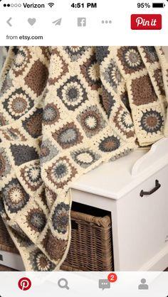 Transcendent Crochet a Solid Granny Square Ideas. Inconceivable Crochet a Solid Granny Square Ideas. Crochet Diy, Crochet Afgans, Manta Crochet, Crochet Home, Love Crochet, Crochet Crafts, Crochet Ideas, Point Granny Au Crochet, Granny Square Crochet Pattern