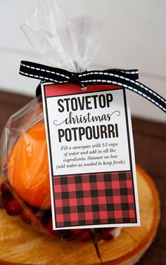 If you want your house to smell amazing for the holidays, you have to make this Stovetop Christmas Potpourri! Diy Xmas Gifts, Christmas Food Gifts, Christmas Party Games, Holiday Gifts, Christmas Holidays, Christmas Crafts, Christmas Decorations, Christmas Ideas, Holiday Ideas