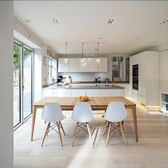 16 Staggering Scandinavian Kitchen Designs For Your Modern House is a new interior design collection with many modern kitchen designs. Kitchen Corner, Kitchen Layout, New Kitchen, Family Kitchen, Kitchen Black, Awesome Kitchen, Open Plan Kitchen Living Room, Kitchen Dining Living, Dining Rooms