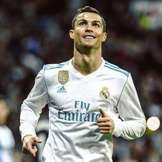 Cristiano Ronaldo #realmadrid #football Cristiano Ronaldo Haircut, Neymar, Cristiano Ronaldo Portugal, Cristiano Ronaldo Wallpapers, Messi Argentina, Real Madrid Soccer, Good Soccer Players, Fifa World Cup, Lionel Messi