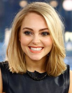 AnnaSophia Robb sporting short, straight hair. Straight, yet not flat ;-)