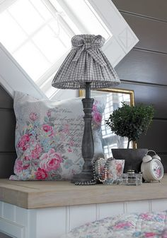 Romantic and soft home decor from the Green Gate. Discussion on LiveInternet - Russian Service Online Diaries Green Comforter, Comforter Sets, Creation Deco, Creation Couture, Estilo Shabby Chic, Shabby Chic Style, Teen Girl Bedding, Gris Rose, Big Girl Rooms