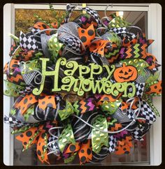 Glittery Halloween Wreath by StephsDoorDecor #happyhalloween #fallwreath