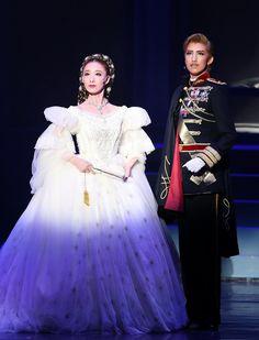 神戸新聞NEXT|連載・特集|Viva!タカラヅカ|スターフォト|2016|宙組「エリザベート~愛と死の輪舞~」
