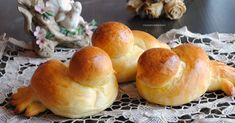 Colombine di brioche Ricotta, Food Festival, Food And Drink, Easter, Sweets, Homemade, Baking, Mani, Breads