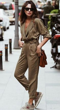 casual jumpsuit trend alert: boilersuit, a pea que hit entre as fashionistas rg prprio by Lu K Vilar Fashion Moda, Look Fashion, Fashion Outfits, Womens Fashion, Fashion Trends, Fashion Bloggers, Fashion Beauty, Classic Fashion, Fashion Tips