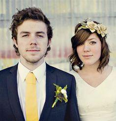 A Sweet Wedding Hairstyle Idea For Short Hair (Sloan Photographers)