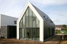 House Bemelen in Limburg by FOAM architecten. Modern, new construction, elongated farmhouse.