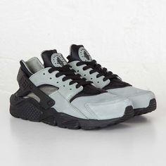 Nike Huarache Run Premium Streetwear Online, Sneaker Stores, Huarache Run, Nike Sportswear, Street Wear, Kicks, Sneakers Nike, Boutique, Stuff To Buy