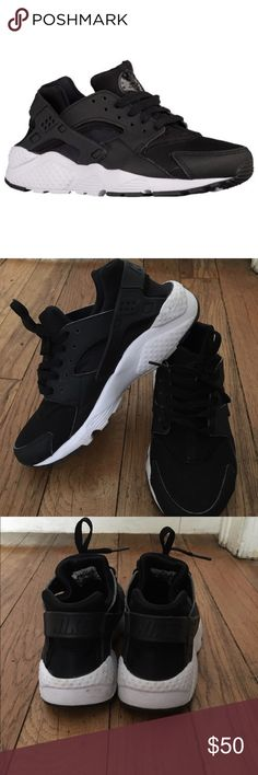 ‼️ FINAL PRICE DROP ‼️ NIKE HUARACHES ‼️ ‼️ Size 7 NIKE HUARACHES. ‼️ BLACK AND WHITE ‼️IN DECENT CONDITION ‼️ Shoes