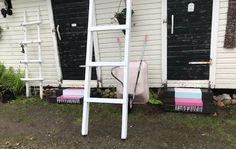 Maalattu matto   Meillä kotona Outdoor Chairs, Outdoor Furniture, Outdoor Decor, Ladder Decor, Home Decor, Ideas, Decoration Home, Room Decor, Garden Chairs