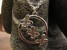 Butterfly necklace de Victoriaprettyangels en Etsy