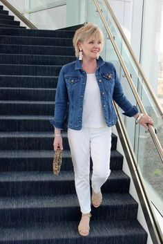 Best Outfits For Women Over 50 - Fashion Trends Fashion Over Fifty, Over 50 Womens Fashion, 50 Fashion, Look Fashion, Fashion Outfits, Fashion Trends, Fashion Blouses, Holiday Fashion, Petite Fashion