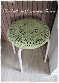 Kotiruusu: Virkattu jakkaranpäällinen Asteri-maton ohjeella Crochet Stitches, Knit Crochet, Crochet Patterns, Crochet Stars, Crochet Fashion, Handicraft, Diy And Crafts, Stool, Creations