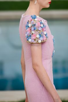 Find the Chanel Spring 2019 Couture Collection – Vogue: at The RealReal, is the Ways to Get Discount Designer Clothes. Style Couture, Haute Couture Fashion, Runway Fashion, Fashion Beauty, Fashion Show, Diy Fashion, Chanel Beauty, Coco Chanel, Collection Couture