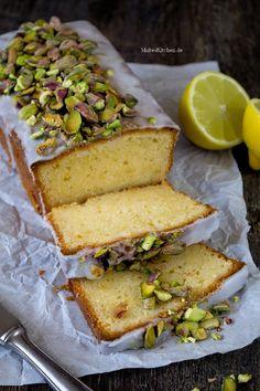 Der saftigste Zitronenkuchen aller Zeiten, mit Mascarpone im Teig & salzigen Pistazien. | malteskitchen.de