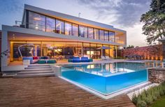 #poolwindows #clearpool #transparentpool #acrylicpool #acrylicwindows #acrylicglass #homeremodeling #renovations #luxuryremodeling #luxuryrenovations #luxuryhome #luxurypool #modernpool #modernhome #modern #moderntrend #swimmingpool #pool #windows #water #ocean #swim
