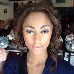 "The finished ""urban-desert"" makeup look by @BobbiBrown at Veronica Beard. Loving the smoky eye! #Nyfw #BobbiBrown"