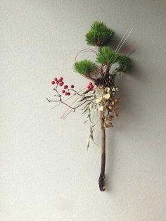 Japanese new year ornament Retro Christmas Decorations, New Years Decorations, Japanese New Year, Japanese Art, Christmas Swags, Japanese Flowers, Green Flowers, Ikebana, Flower Art